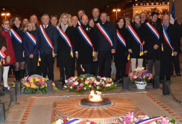 Cérémonie de ravivage de la flamme du soldat inconnu à l'Arc de Triomphe avec les élus de Haute-Savoie