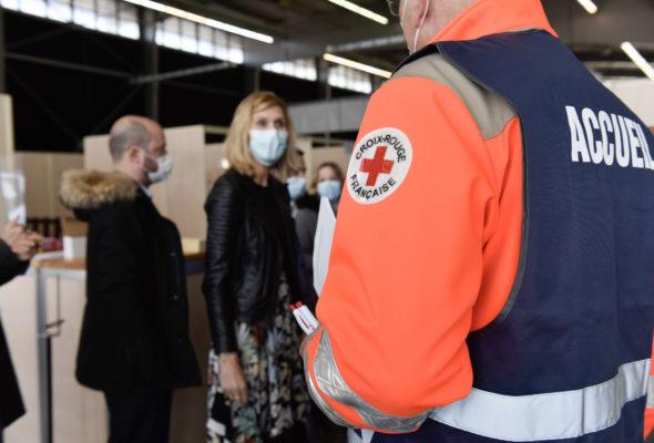 💉 La Roche-sur-Foron / visite du vaccinodrome de La Roche-sur-Foron initié par la région qui fonctionne grâce à l appui des pompiers et de La Croix Rouge.  Ce centre pourra aller jusqu'à 2000 injections par jour.