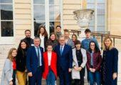 Accueil de jeunes de Haute-Savoie venus visiter l'Assemblée nationale par l'intermediaire de la JCE d'Annecy
