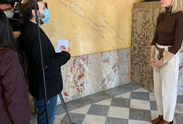Interview pour la chaîne japonaise NHK sur la place des femmes à l'Assemblée nationale