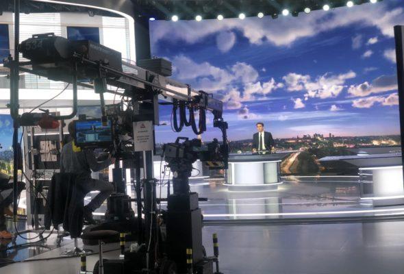 Visite de la rédaction du journal télévisé de 20h de France2 présenté par Julian Bugier avec mes collègues députés membres de la commission culture/ éducation