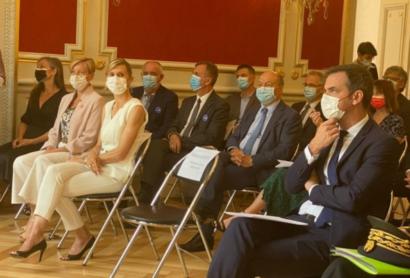 Annecy / Accueil républicain du ministre des Solidarités et de la Santé venu saluer les personnels de l'ARS, visiter le Secours populaire et annoncer une reprise d'une partie de la dette de nos hôpitaux.