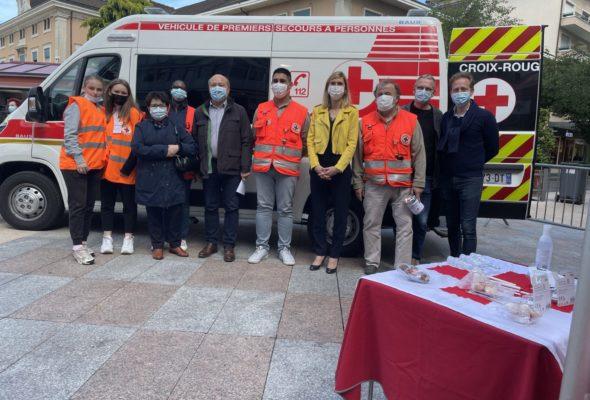 Annemasse / Journée de collecte de La Croix Rouge et présentation de la nouvelle ambulance